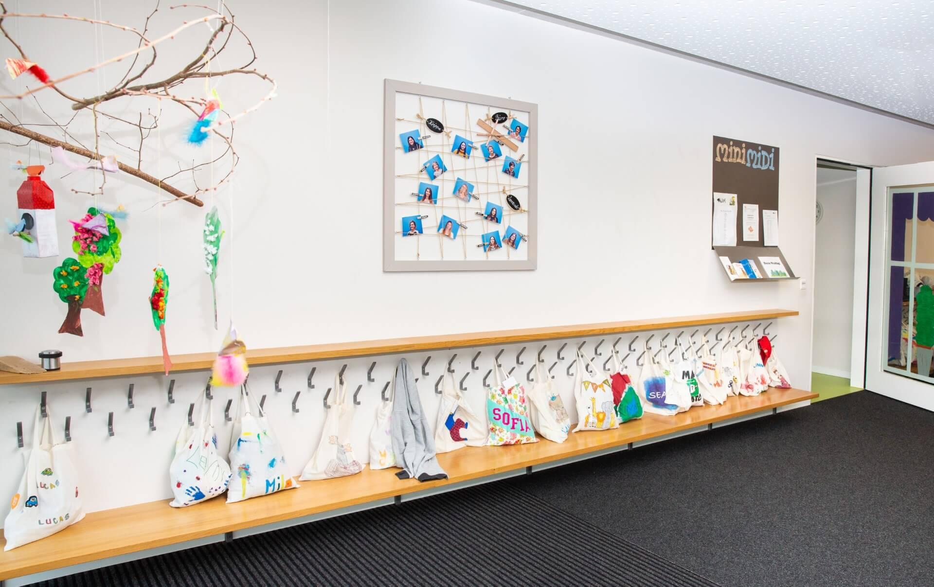 Garderobe der Kiwi Kindertagesstaette in Wiesendangen